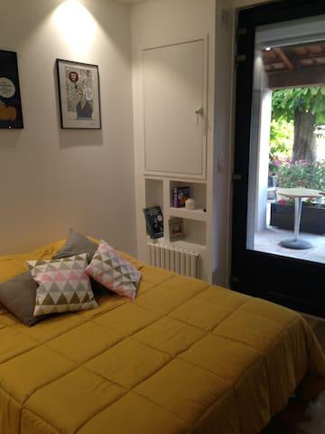 chambre avec lit 140/190