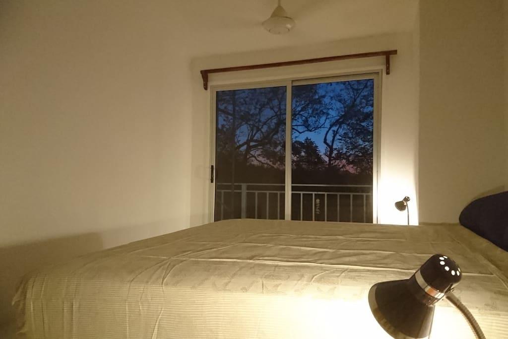 Jolie chambre avec A/C et Kingsize bed