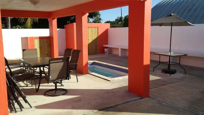 3bed 2bath close to beach w/small pool