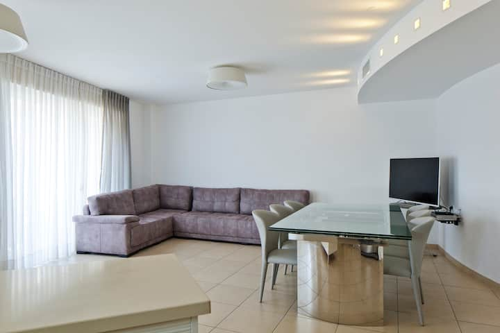 Wonderful and big flat 1 min from the beach