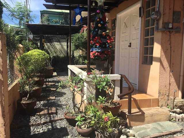 Harley's Place: Fully Furnished House Bajada Davao