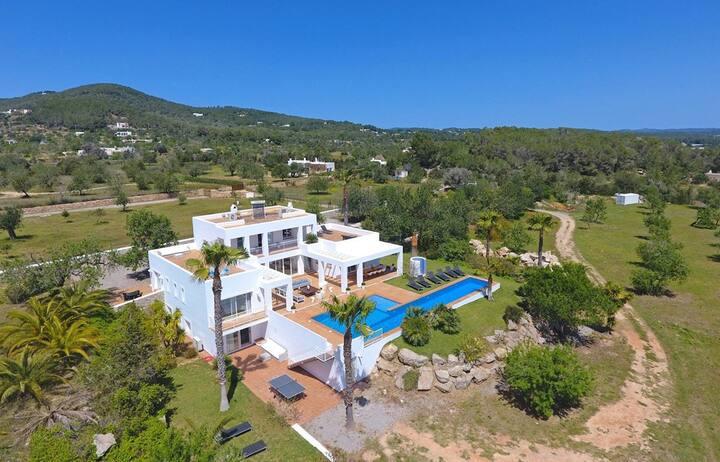 Luxurious modern  family villa