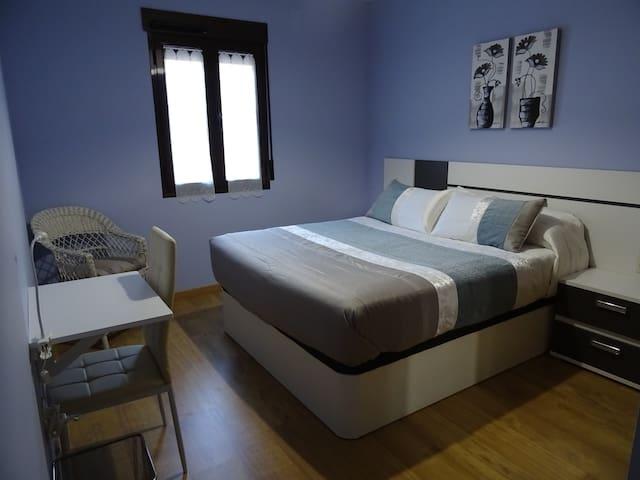 Dormitorio 1 con cama de 1,50 x1,90 cm.