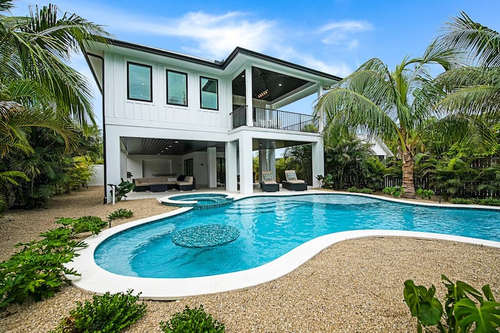 A Wave from it All - Beautiful new home with private pool and designer interior