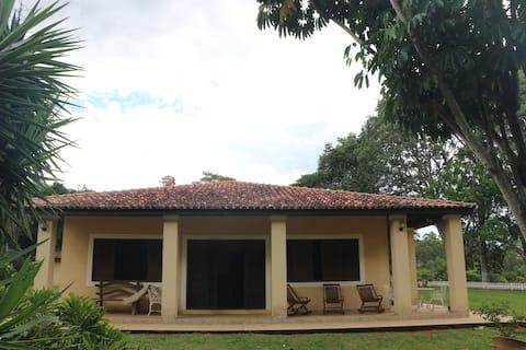 Casa de Campo com conforto e espaço para descansar