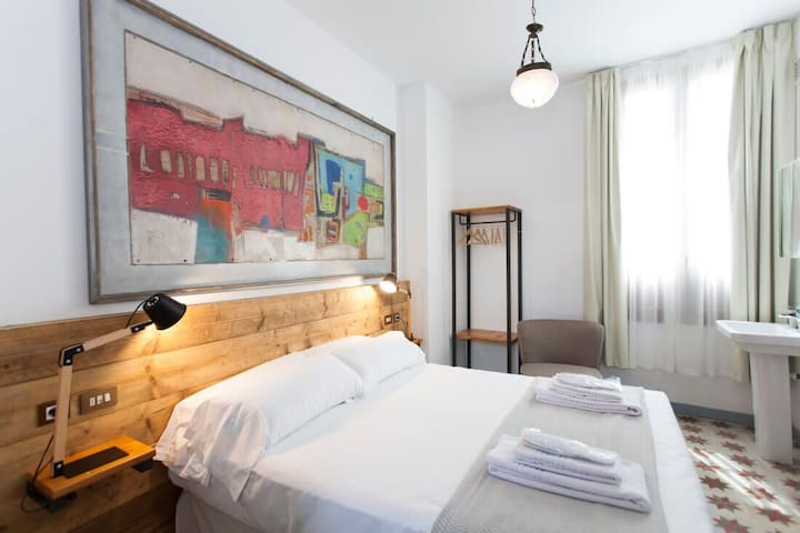 Classic Double Room In Historical Building , No 6