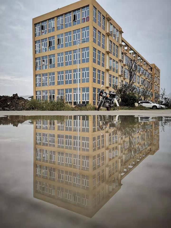 湖景品寓公寓楼(机场附近)