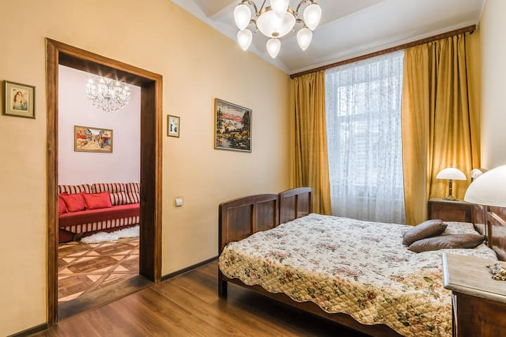 Authentic vintage apartment in center of town