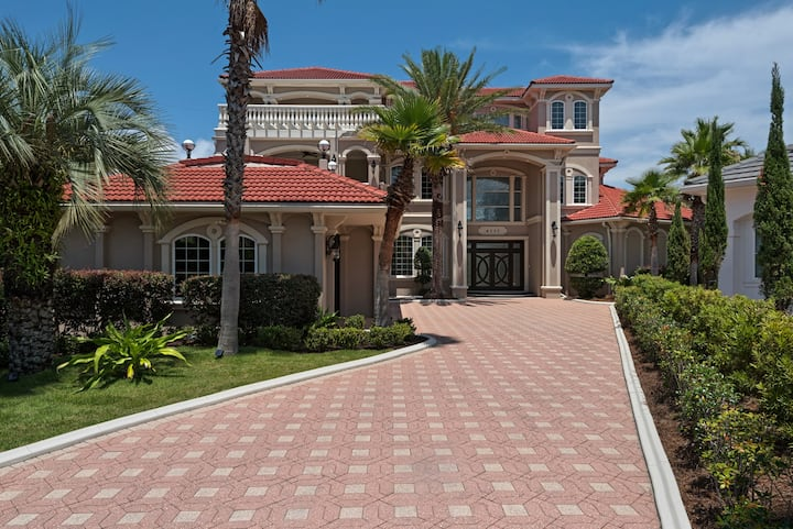 6,000 sf Destin Beach Mini-Mansion w/ Hot tub/Pool