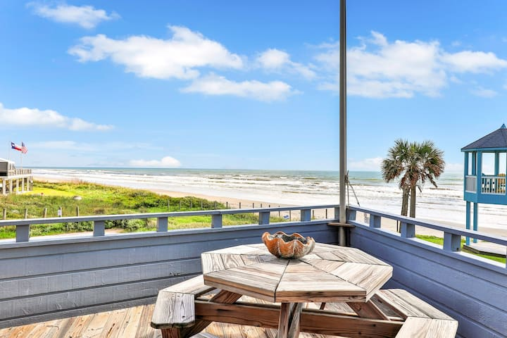 Oceanfront dog-friendly home w/deck and great views - short walk to the beach!