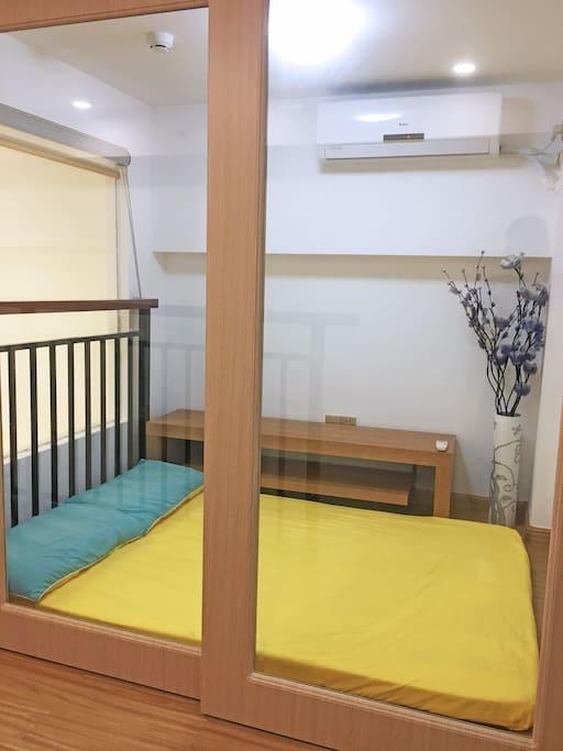 卧室二(地板床垫)