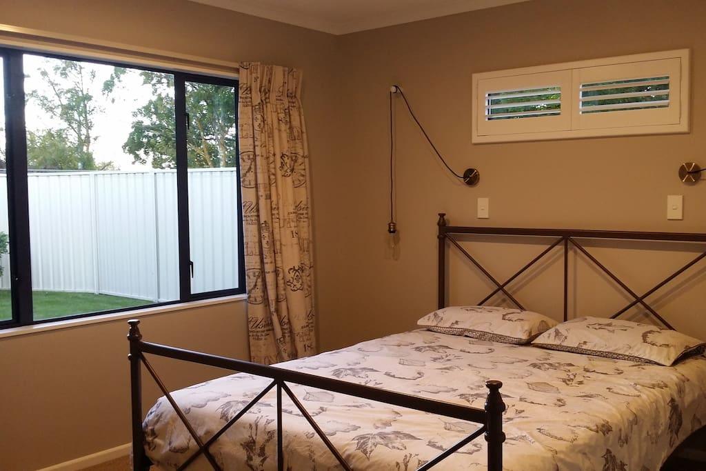 Guest/s Bedroom