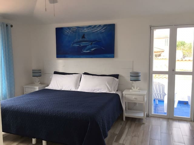 King size bed with ensuite bathroom and balcony!