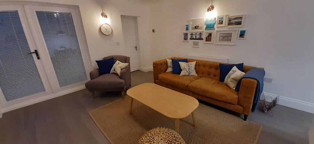 Contemporary and Stylish apartment near the beach