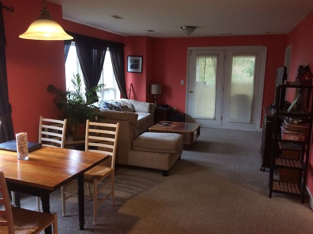 Family-Friendly Beach Bungalow (Entire Townhouse) - Milton