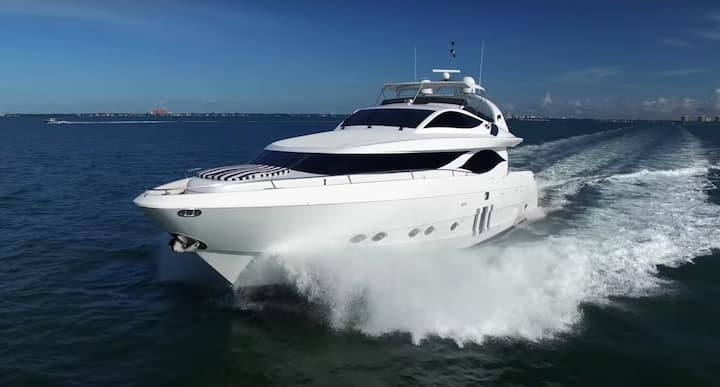 90' Eagle - Rent a Luxury Yachting Experience!