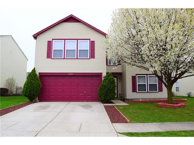 Relaxing 4 Bedroom Home - Plainfield