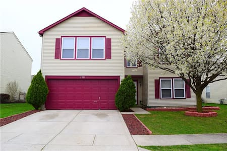 Relaxing 4 Bedroom Home - Plainfield - House