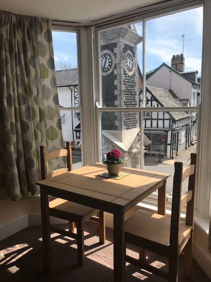 Castle Hotel Apartment 1- Self Catering, Sleeps 2