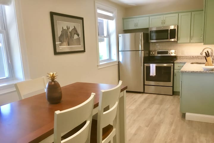 New Downtown Nautical Newport - 2BR!