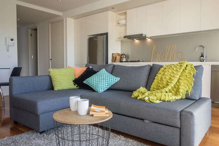 Pull out sofa bed - sleeps 6 guests!