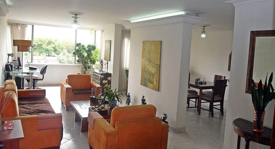 Apartamento muy cerca de la estación del Metro - Медельин - Кондоминиум