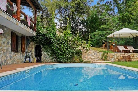 Gorgeous house in Catalonia with pool - Vallgorguina