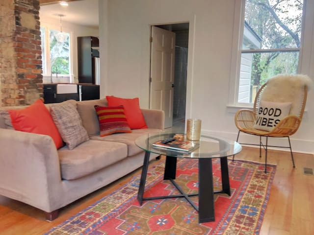 Lovely Renovated Home Downtown Perfect Location!
