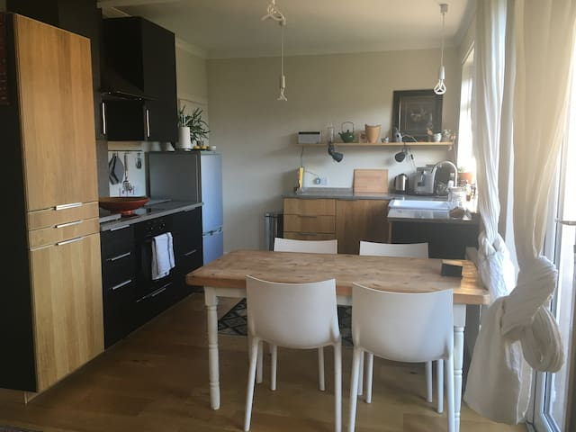 Charming, cosy home from home - free parking