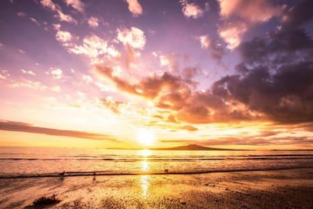 Warm and Luxurious by Takapuna Beach