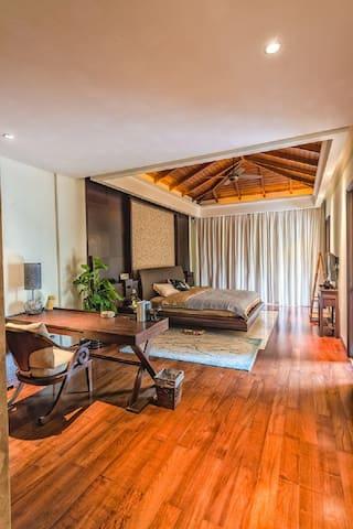 三亚湾斯普林海居.别墅  私家泳池 800平米庭院 五星级酒店物业服务