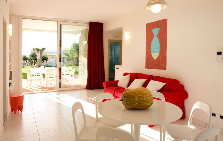 """Giù"":casa con giardino vista mare - Acciaroli"