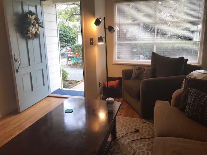 Studio / Room w Priv Entrance -Longer Stay Desired