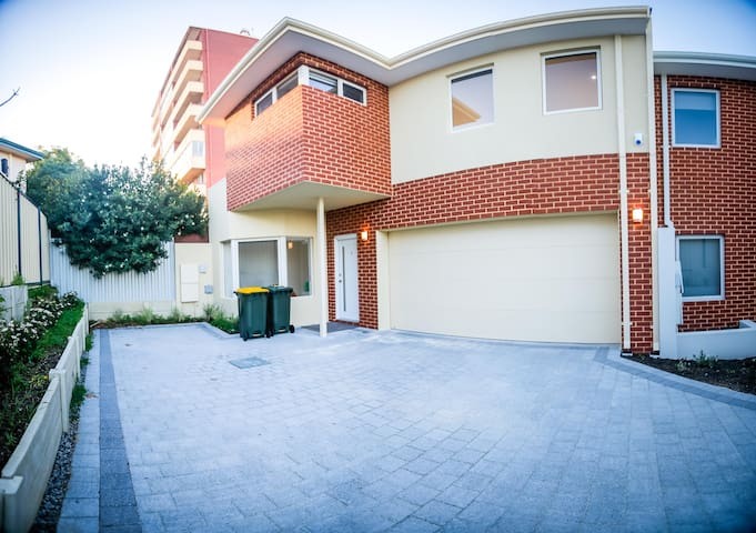 🌟🌟🌟🌟🌟 Burswood Townhouse close to everything!