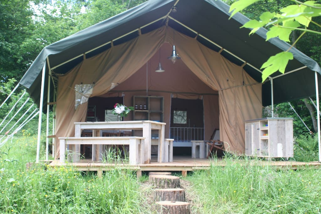 Ruime plekken op een kleine camping.