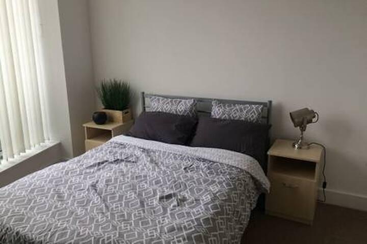 Private bed+ bathroom, city centre location!