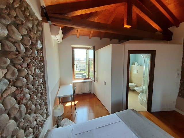 Lovely Torretta - private bathroom