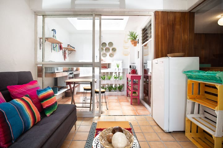 Cozy small loft in Roma sur close to everything!