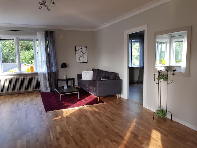 Lovely, spacious apartment with free parking