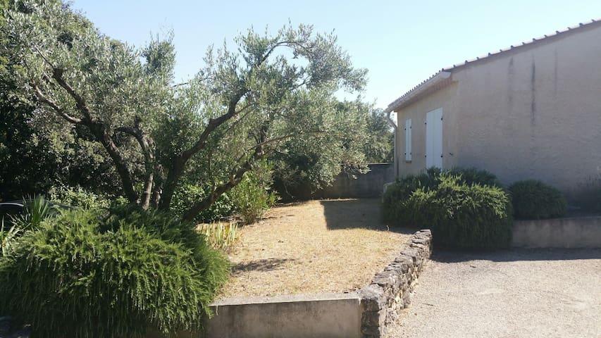 Studio avec jardin et piscine en Drôme provencale