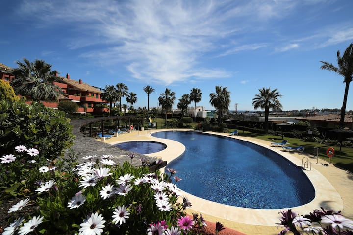 2 bed APARTMENT COSTALITA BEACH ESTEPONA MARB WIFI