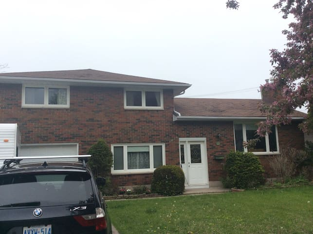 Family Home 9 guests, 4 bedrooms 1+0.5 baths