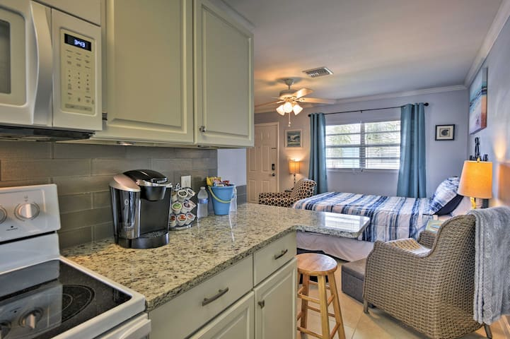 Newly renovated, this unit offers upscale decor and modern amenities.