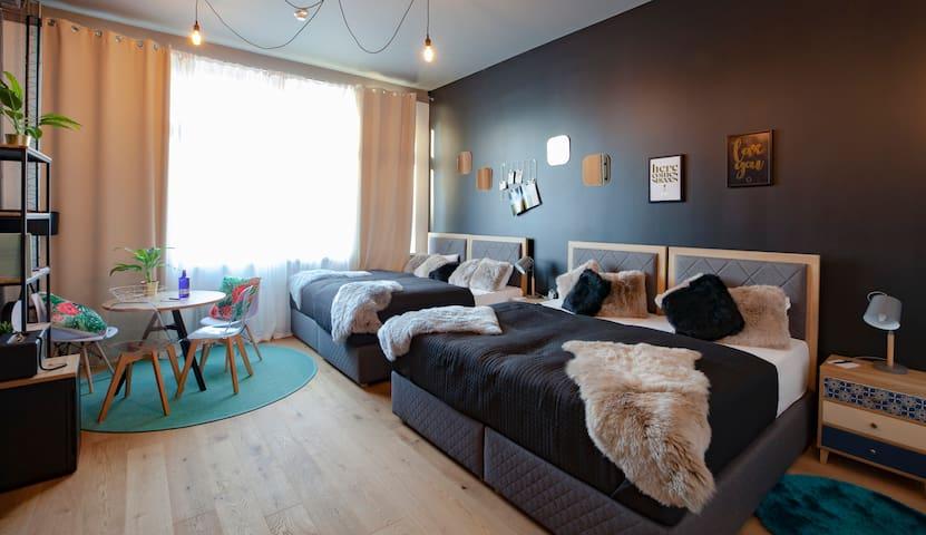 Design Hostel P182 Superior 4 Bed Female Dorm