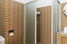 Second bath room, (no hot water)