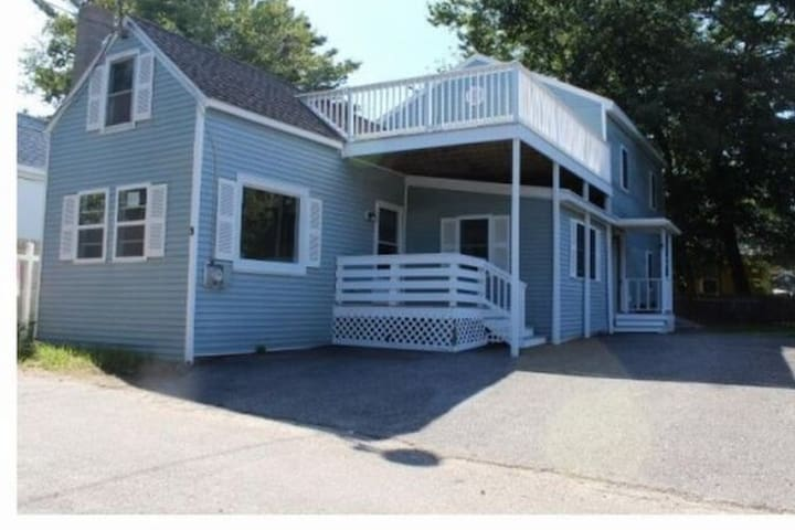 Cozy 4BR Beach House.  A short drive to portland.