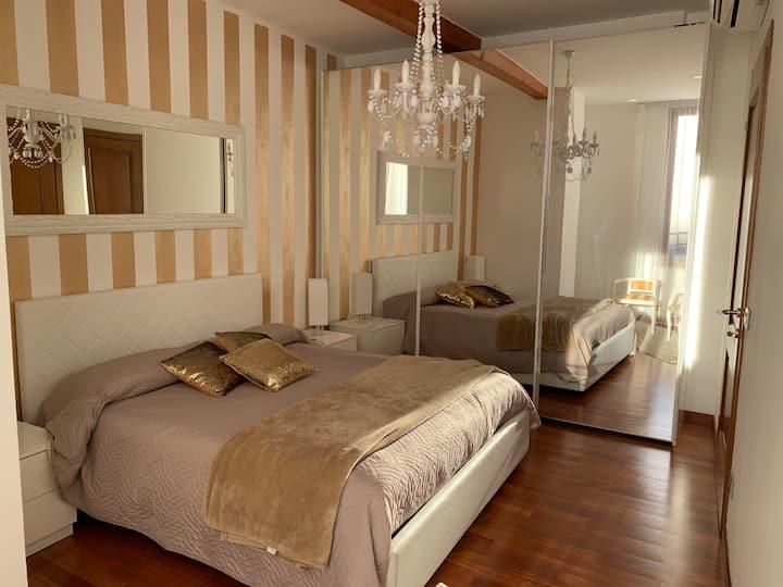 Palazzo Teatro Vecchio-Holiday Suites Apartment