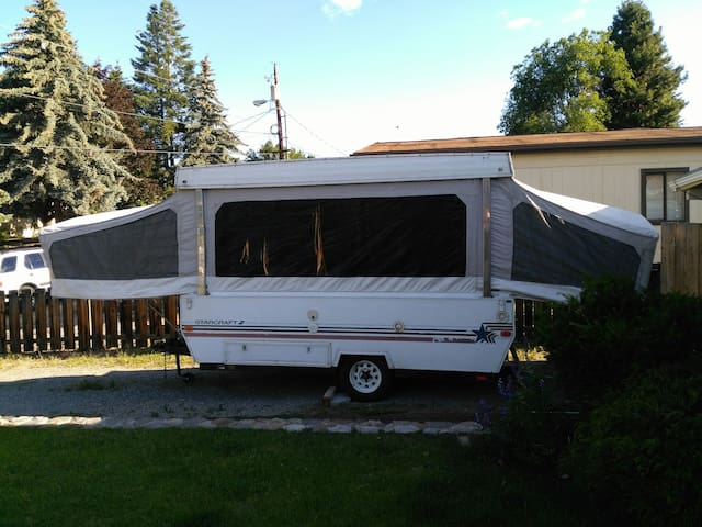 This is a two bed tent trailer - Quincy - Wóz Kempingowy/RV
