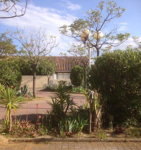 Appartement T2 en RdJ avec 2 extérieurs paysagés. - Saint-Cyprien - Byt