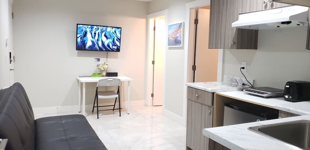 New Private Bath ,Kitchen, Netflix&9 Mins Skytrain